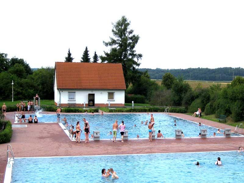12 07 25 Muldentalbad Kleinbothen Schwimmerbecken OEWA hell